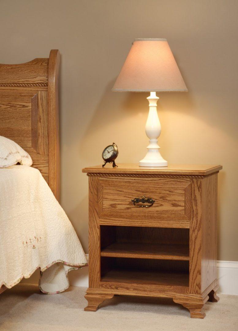Mesita de noche de madera natural im genes y fotos - Mesita de noche madera ...